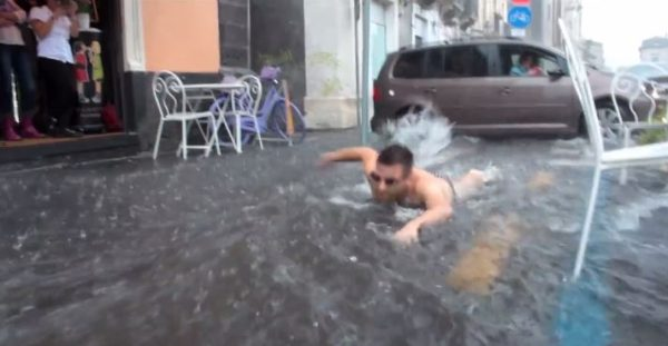 nuota in acqua piovana