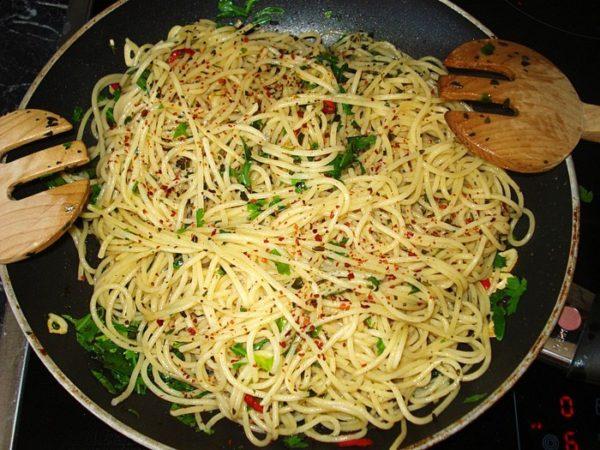 593090-960x720-spaghetti-aglio-olio-e-peperoncino