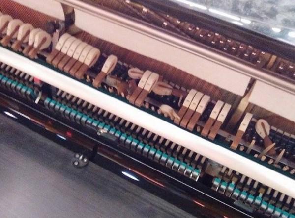 Pianoforte distrutto alla stazione di Milano