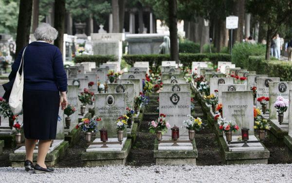 Arienzo, il custode del cimitero denunciato per assenteismo