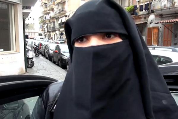 Video le donne musulmane di napoli insultate e - Perche le donne musulmane portano il velo ...