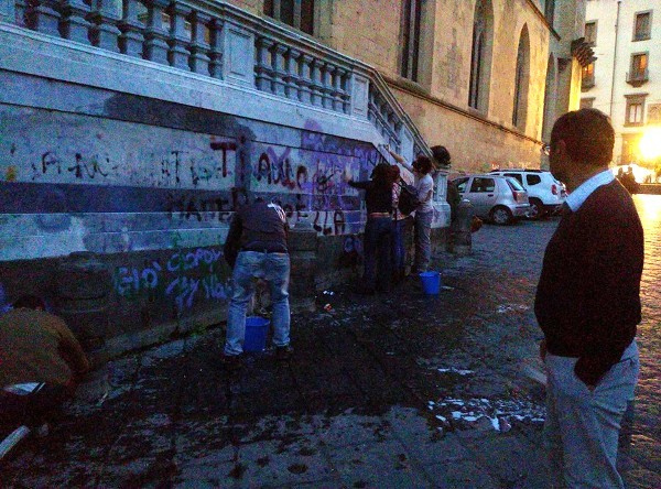 Volontari in azione per pulire la basilica di Santa Chiara