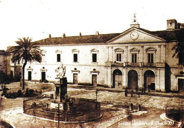 Piazza Umberto I fine '800