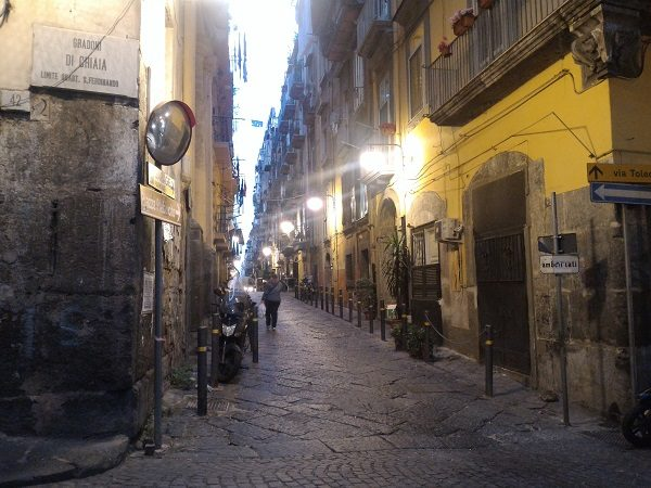 Quartieri Spagnoli, zona gradoni di Chiaia