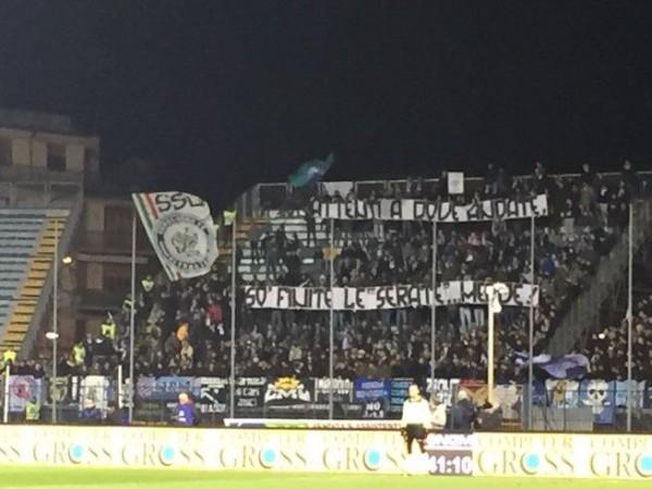 Striscione Lazio attenti a dove andate so finite le serate