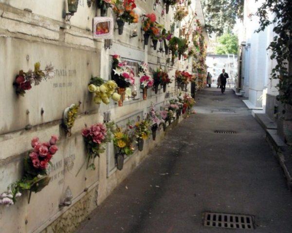 Vigile urbano si uccide al cimitero sulla tomba del figlio suicida