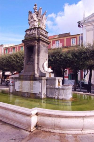fontana_borbonica_Piazza_Umberto