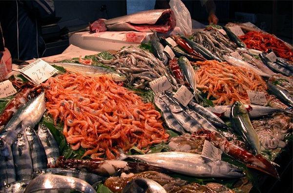 mercato ittico del pesce napoli