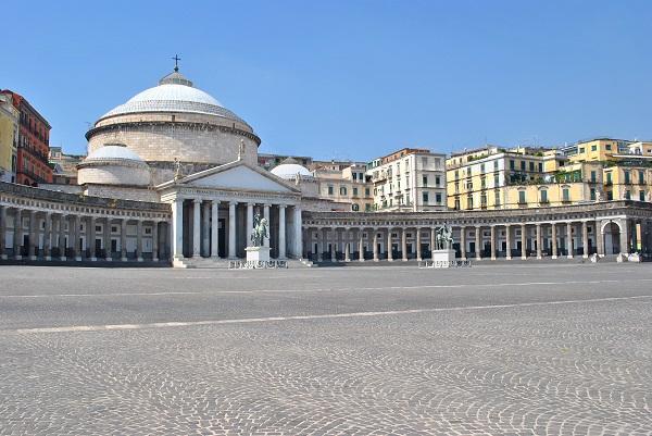 Fase 2 Piazza del Plebiscito - Napoli - Italia