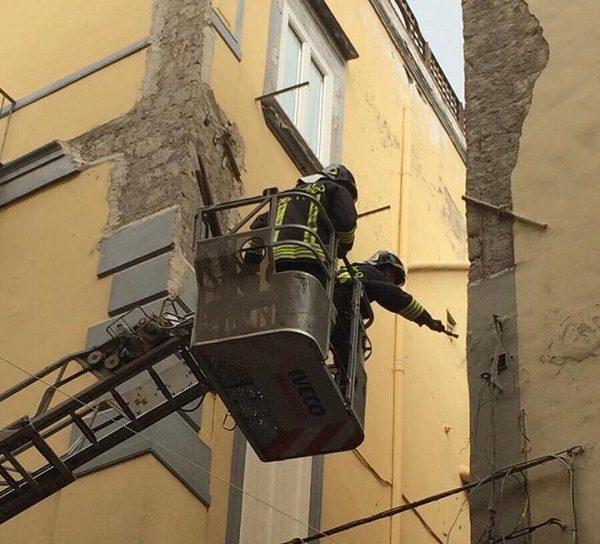 crollo calcinacci Torre del Greco