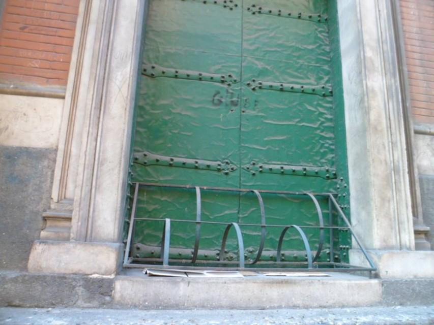 dissuasori della chiesa di via costantinopoli per barboni-2