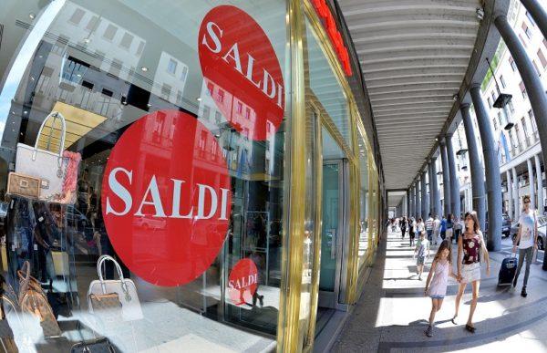 """Saldi 2017 in Campania, Confesercenti: """"Comprate nei negozi sotto ..."""
