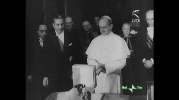 Gennaro Verolino alle spalle di Papa Paolo VI e Aldo Moro