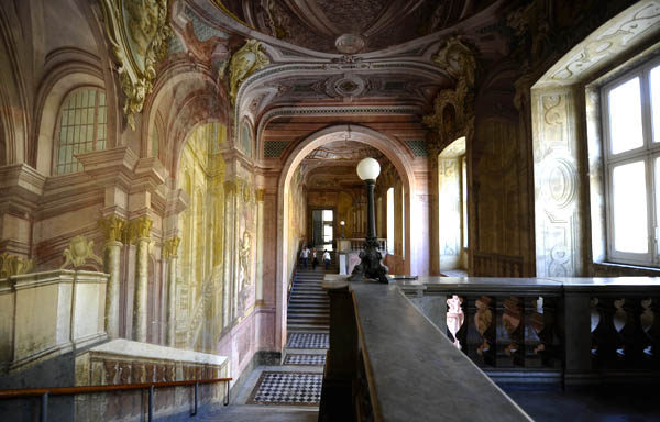 Reggia di portici nuovo progetto per rilanciare la terza for Foto di portici per case