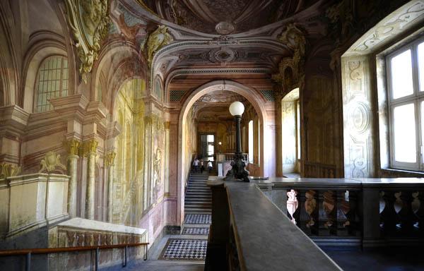 Reggia di portici nuovo progetto per rilanciare la terza for Foto di portici in pietra