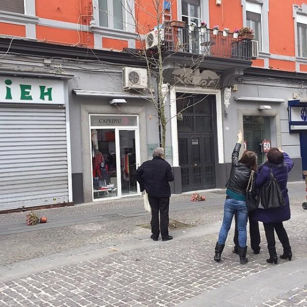 Vomero, via Luca Giordano: vasi da fiori caduti. Foto di Gennaro Capodanno