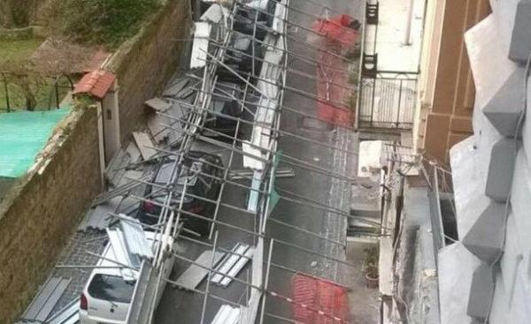 crollo impalcatura chiaia