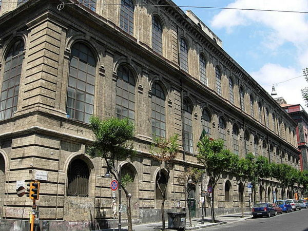 Napoli. Inchiesta molestie alle Belle Arti, si dimette prof