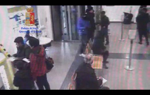 Poliziotto sventa rapina