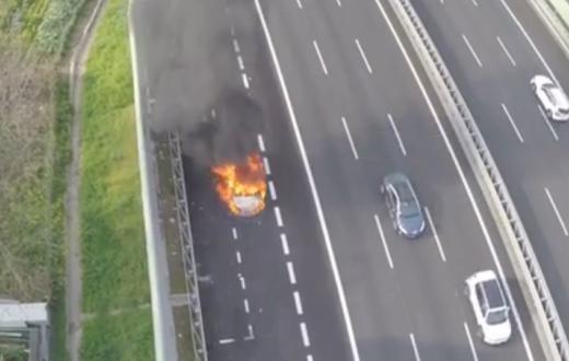 auto in fiamme a3 napoli-salerno