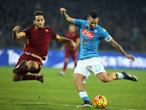 NAPLES, ITALY - DECEMBER 13: Marek Hamsik (R) of Napoli competes for the ball with Kostas Manolas of Roma during the Serie A match betweeen SSC Napoli and AS Roma at Stadio San Paolo on December 13, 2015 in Naples, Italy. (Photo by Maurizio Lagana/Getty Images)