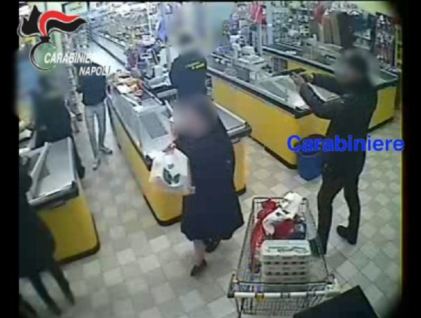 Carabiniere assalto supermercati