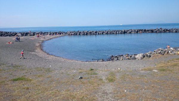 Portici torna balneabile la spiaggia libera mortelle a for Foto di portici in pietra