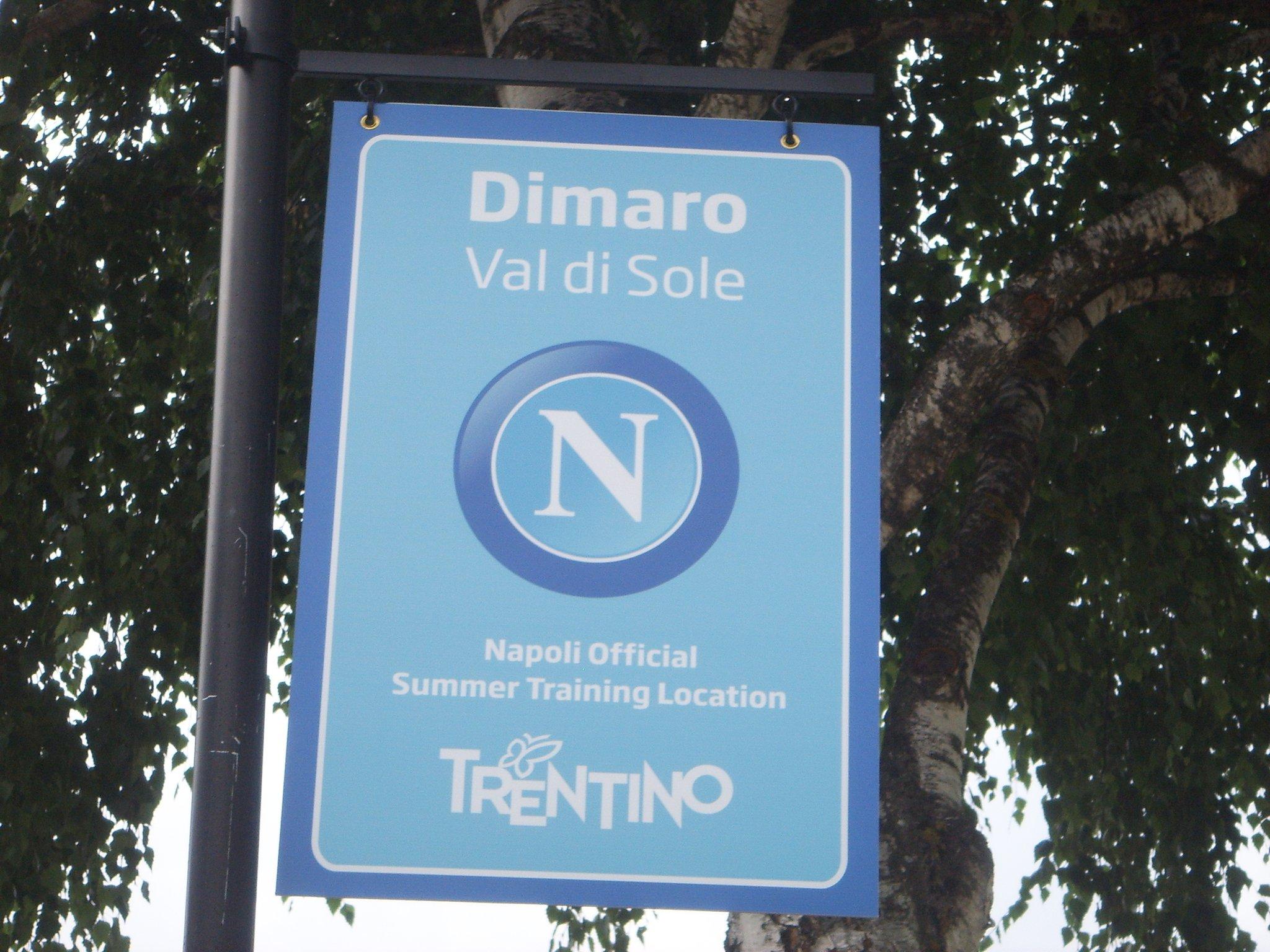 Il Napoli arrivato al ritiro di Dimaro, ovazioni per Hamsik e Reina