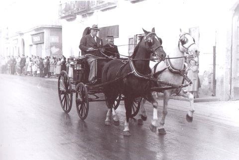 Il marchese Mario D'Alessandro e la moglie in carrozza