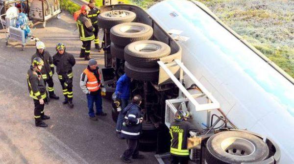 Incidente sulla line alta velocità Napoli Roma, si ribalta autocisterna