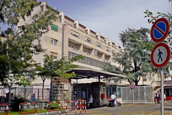 Shock a Castellammare: uomo si lancia nel vuoto dal quinto piano dell'ospedale