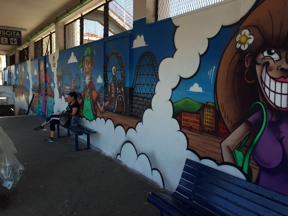 Foto murales colorati per riqualificare le stazioni eav for Murales per cucina
