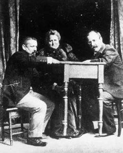Eusapia raises a table with Morselli and Porro at Genova circa 1901 ? - Date: 1854 - 1918