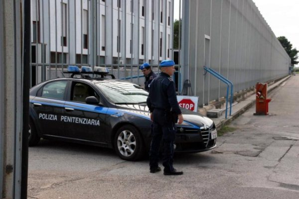Poliziotto penitenziario suicida a Poggioreale. Sappe: è tragedia