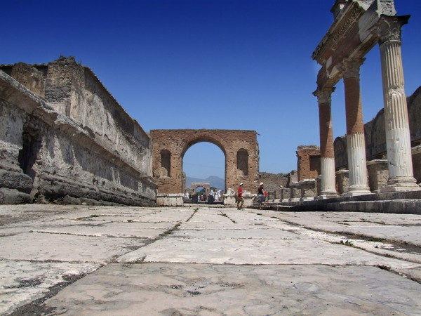 Pompei -  Tempio di Giove e arco onorario