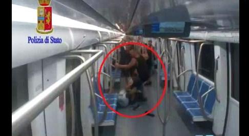 Pestaggio in metropolitana, il video incastra il terzo aggressore
