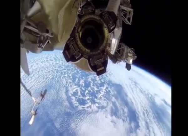 Gli spettacolari live Facebook dallo spazio sono dei clamorosi falsi
