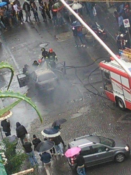 pompieri-auto-in-fiamme