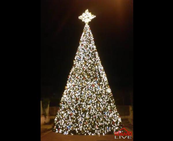 Albero Di Natale A Napoli.Napoli Un Albero Di Natale Di 12 Metri Alla Mostra D Oltremare