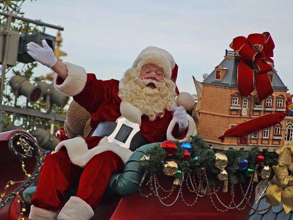 Immagini Del Villaggio Di Babbo Natale.Salerno Il Villaggio Di Babbo Natale Con Scenari Fantastici