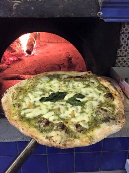 Pizza pesto e noci