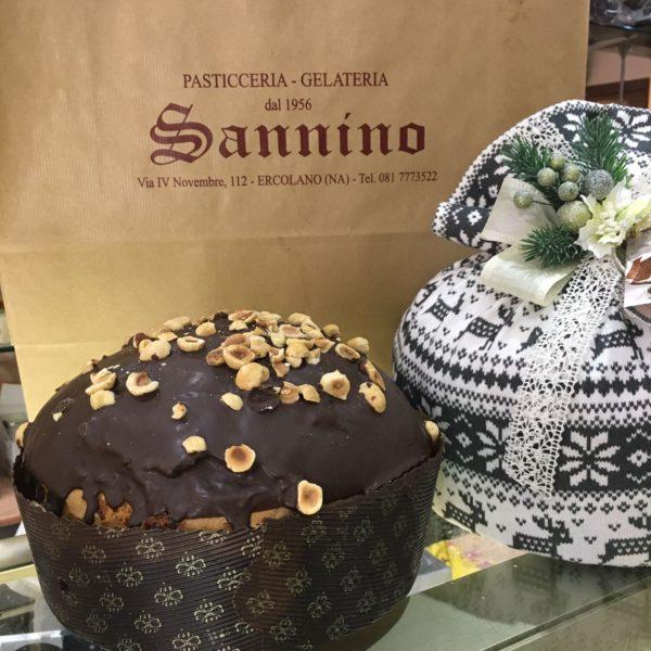 Panettone con scaglie al cioccolato e variegatura alla Nutella
