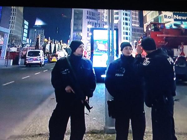 Attentato a Berlino: tra i dispersi anche un'italiana che lavorava in Germania