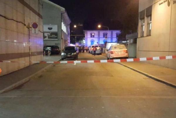 Spari davanti al centro islamico a Zurigo, tre feriti