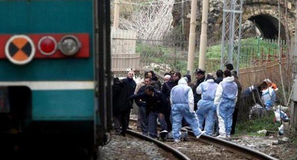 Napoli: cadavere sui binari in stato di decomposizione, è giallo