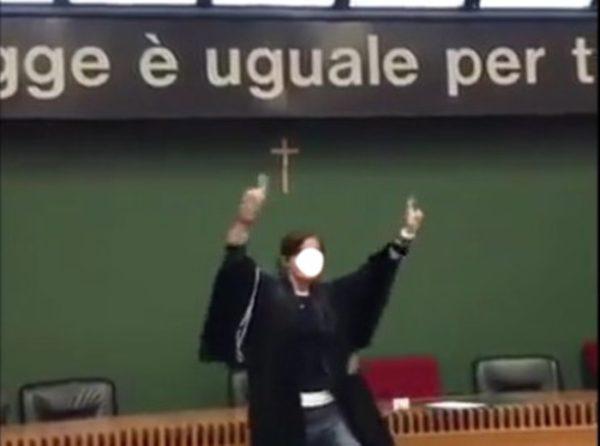 Avvocatessa balla