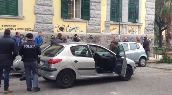 Napoli, pregiudicato trovato morto in auto al Vomero, probabile overdose