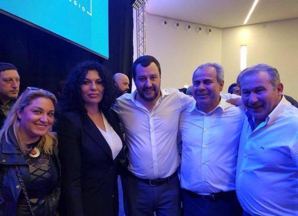 Sindaco ed assessori di Torre del Greco con Salvini