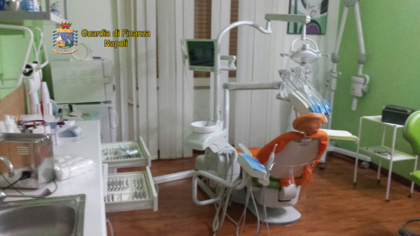 Napoli, sequestrato studio dentistico abusivo a Soccavo