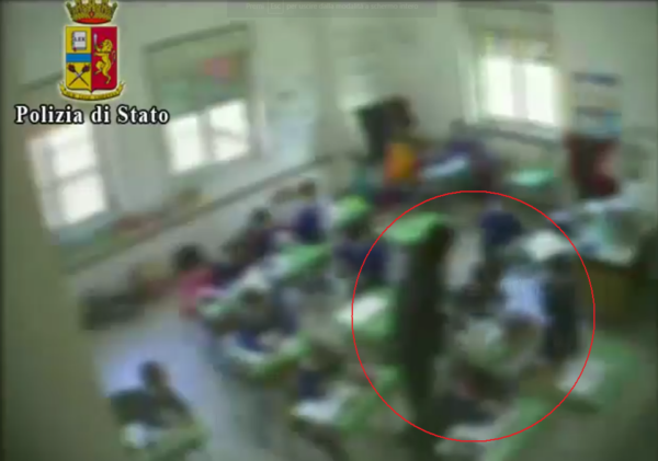 Picchiava i bambini, insegnante sospesa ad Amorosi
